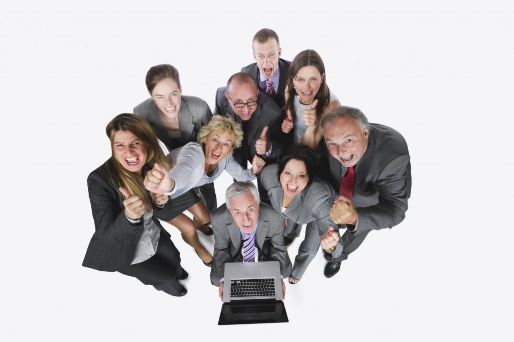Geschäftsleute mit Laptop vor weißem Hintergrund,Portrait